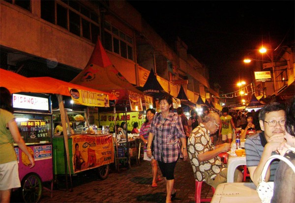 waroeng-semawis-salah-satu-kawasan-kuliner-di-semarang-600x413